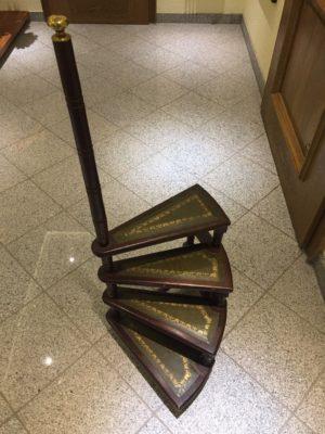 Бібліотечні сходи -0
