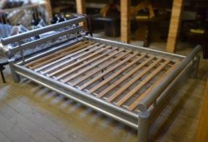Ліжко металеве-0